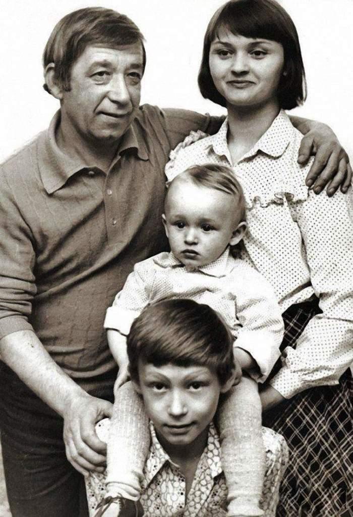 Фотографии семейных альбомов любимых актёров