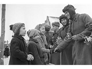 «Оккупанты в ГДР». Как в Германии пытаются перевоспитать восточных немцев геополитика