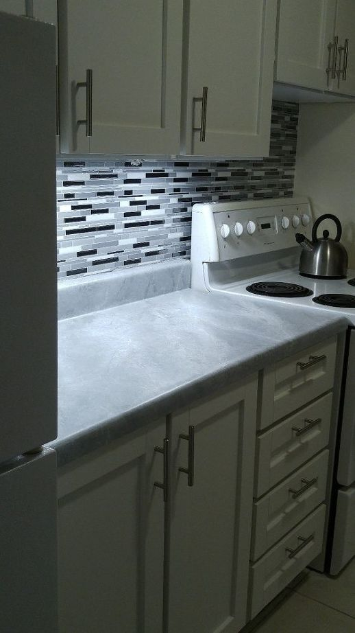 Молодая пара стильно преобразила кухню в съемной квартире