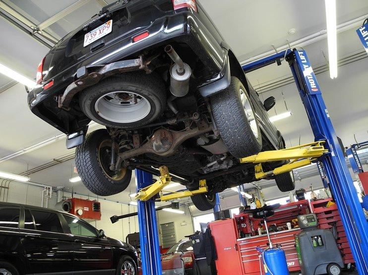 Автовладельцы оценили официальные сервисные центры