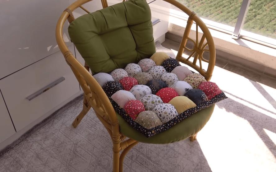 Практичная вещица из обрезков ткани для тепла и уюта в доме