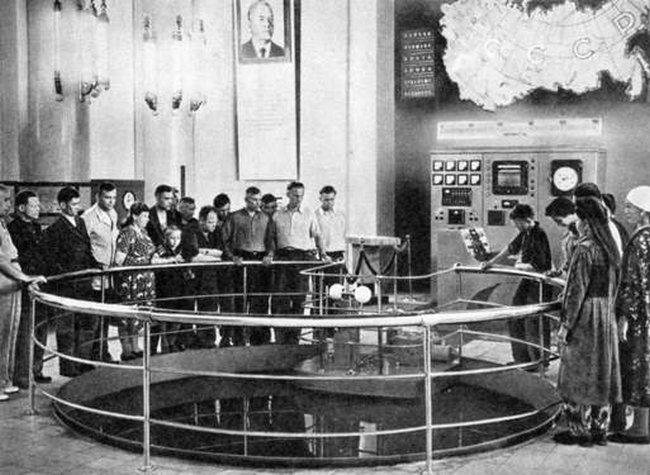 1956. Действующий ядерный реактор на ВДНХ : как это было