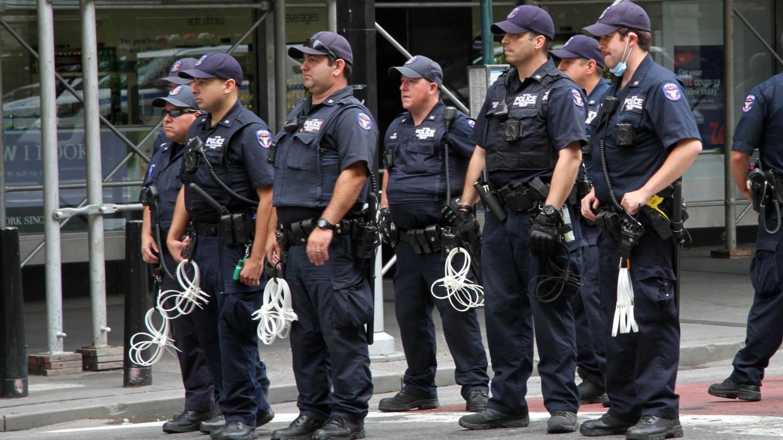 Сотни полицейских в Сиэтле могут уволить из-за отказа вакцинироваться Весь мир