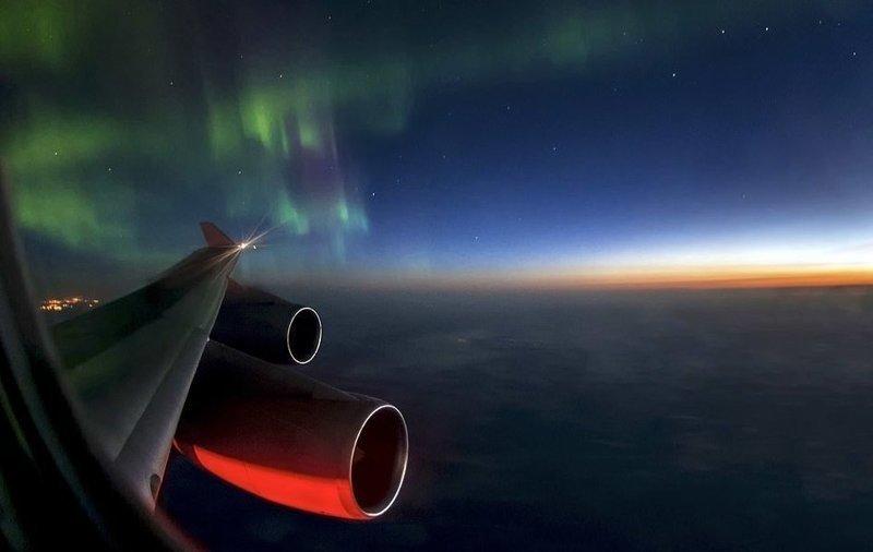 Северное сияние над канадской провинцией Альберта вид из кабины пилота, красиво, летчик, небо над нами, путешествия над Землей, фото из самолета, фотограф, фотографии
