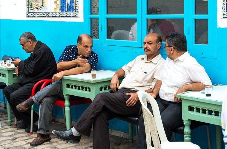 Они очень общительны в мире, люди, обычай, правила, русские, традиции, тунис, факты