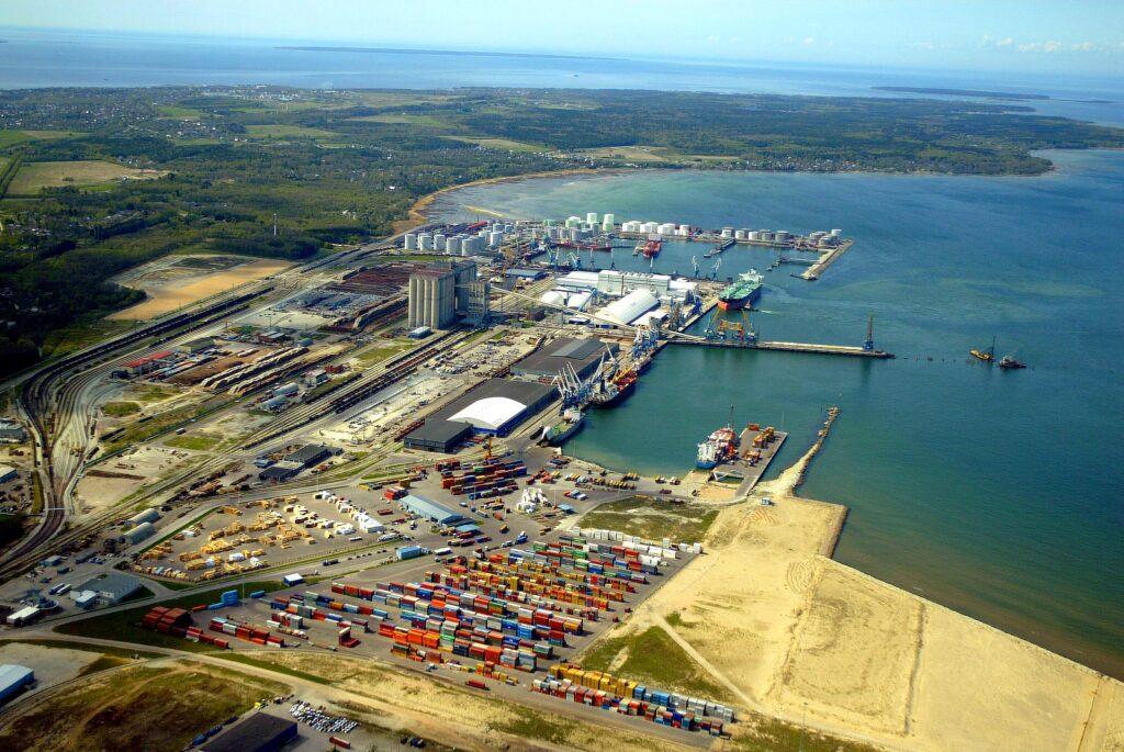 Минск всерьез задумался перевести транзит грузов из портов Прибалтики в российские гавани