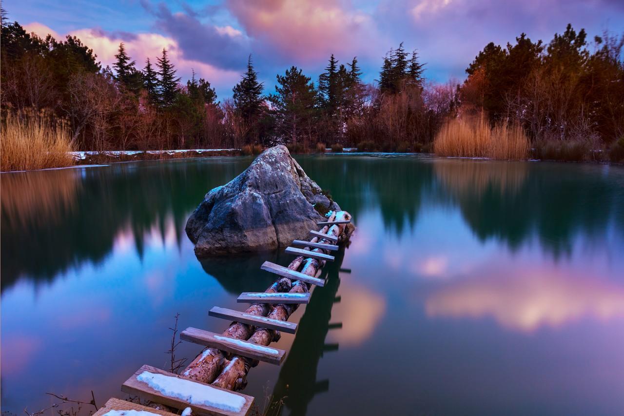 Некоторые озера стали аномальными зонами из-за упавших космических объектов
