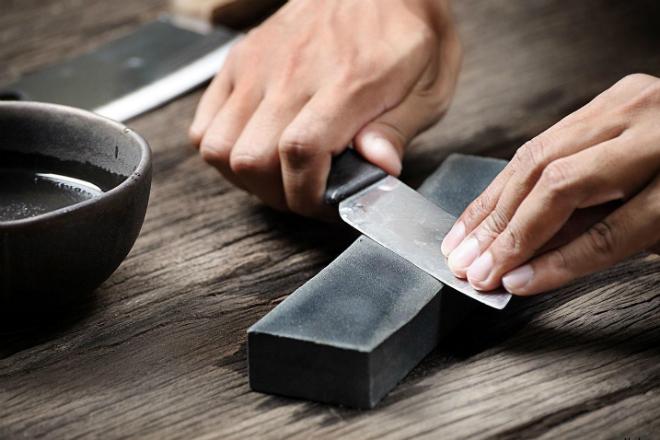 Затачиваем тупой нож за 3 минуты до бритвенной остроты