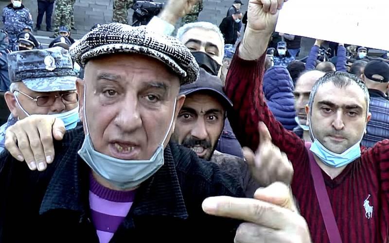 «Русские нас бросили». Что думают армяне в Ереване о потере Карабаха Общество