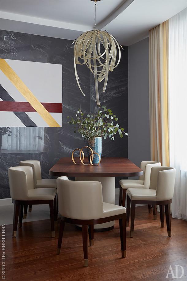 Столовая группа, LeHome. Абстрактная картина на стене Светланы Калимановой.