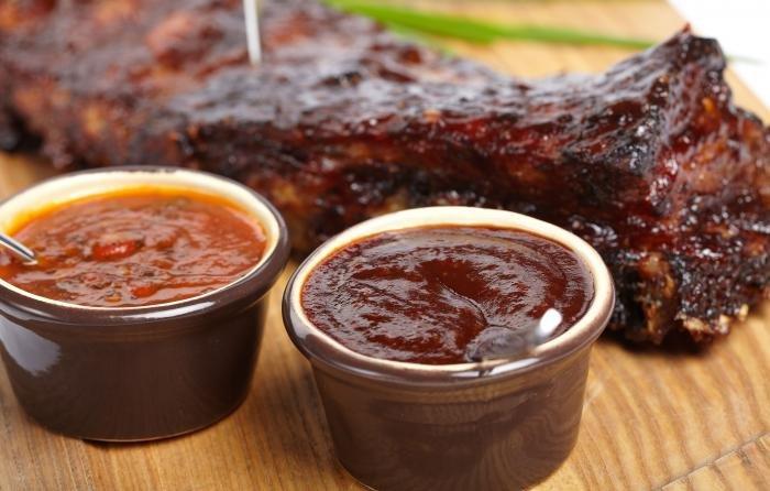К сезону шашлыков: 20 невероятно вкусных соусов к мясу