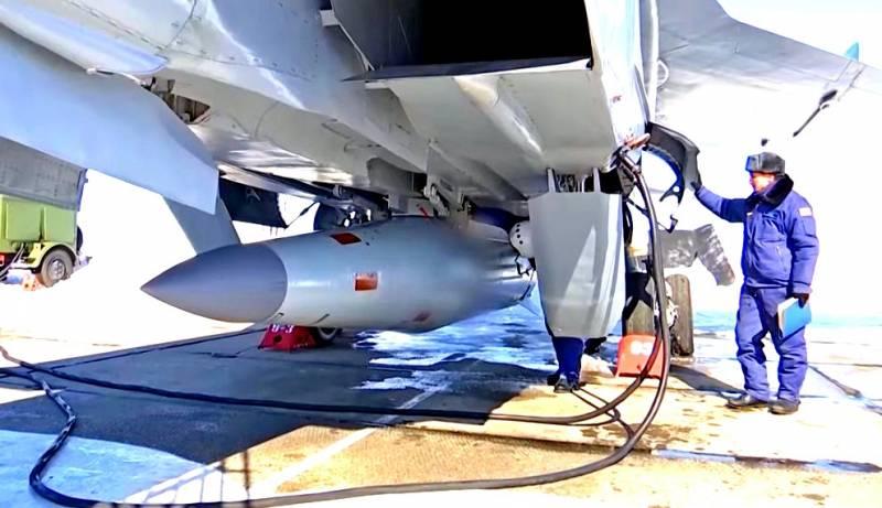 МиГ-31 вновь запустил «Кинжа…