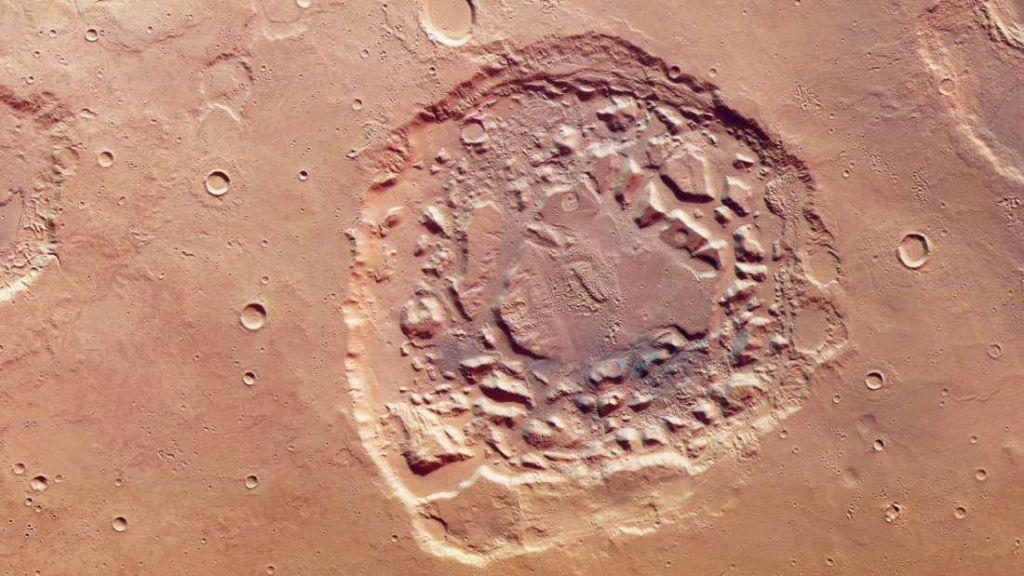 На Марсе обнаружена огромная дыра, и ее происхождение озадачивает ученых