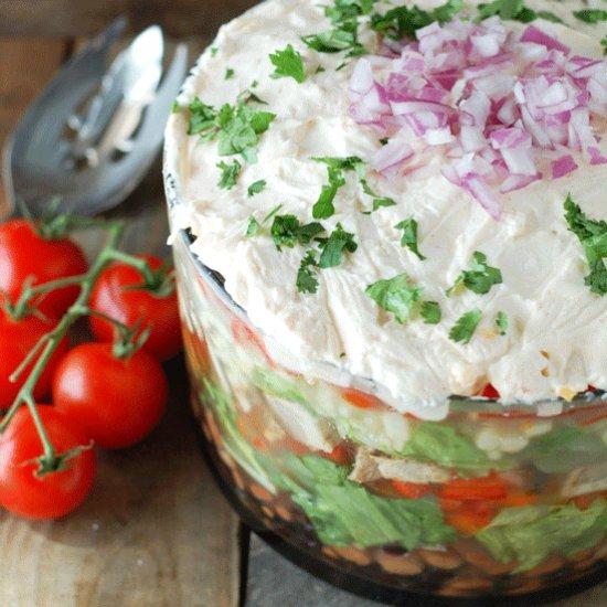 Слоеные салаты с куриной грудкой: подбор ингредиентов и рецепты приготовления