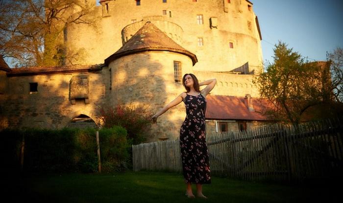 Россиянка поделилась впечатлениями о жизни в средневековом замке: на деле вышло несказочно