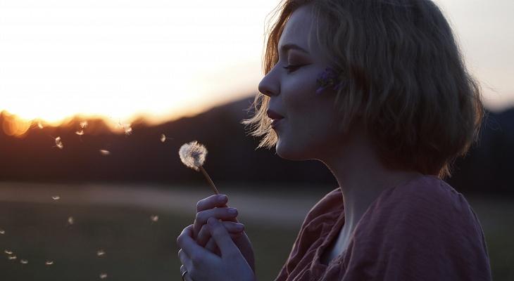 Запах изо рта: 5 неочевидных причин