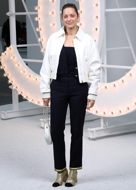Лили-Роуз Депп, Ванесса Паради, Марион Котийяр и другие гости показа Chanel в Париже Мода,Новости моды