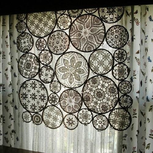 dekor okna kruzhevom