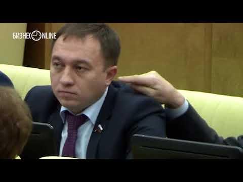 В Госдуме один депутат засунул палец в ухо другому