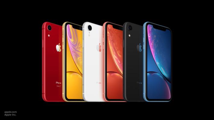 Старт продаж смартфона iPhone XR отложили на месяц из-за «моноброви»