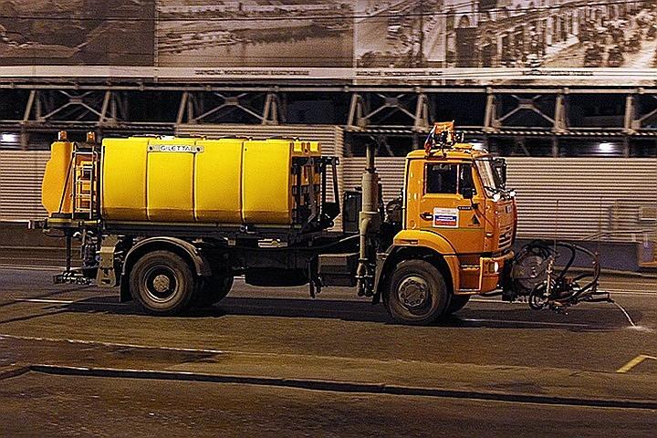 В Москве в жару на дороги выйдет 5 тысяч поливомоечных машин