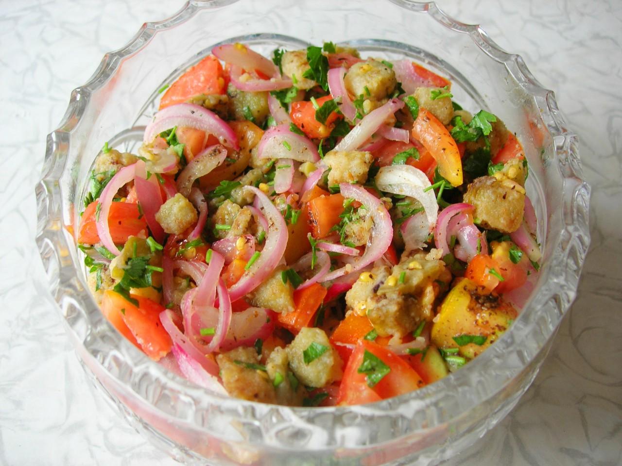 Салат из баклажанов и помидоров (без заправки)