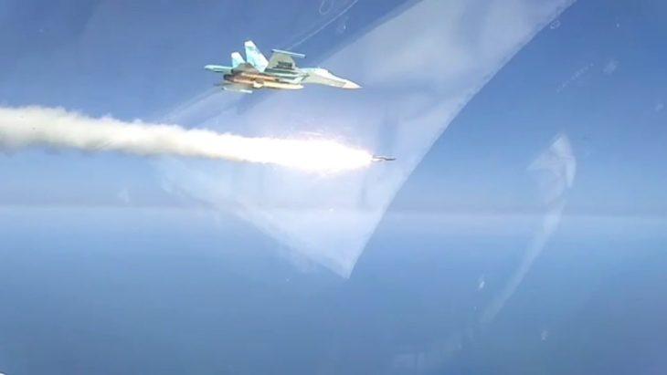 Что будет с кораблем, если в него попадет ракета на скорости 1000 м/с?