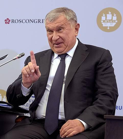 Сечин объяснил рост цен на бензин девальвацией рубля и дорогой нефтью
