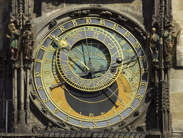 Астрологическим часам в Праге 600 лет, и они всё ещё работают! Вот зачем они нужны авиатур