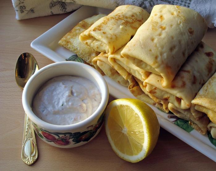 Блинчики с картофелем под соусом из сельди
