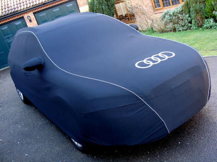 Audi в «фирменном» чехле.