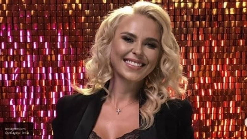 Пелагея отметила вместе с Телегиным день рождения дочери в московском ресторане