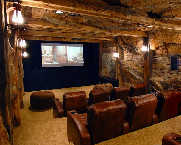 Домашний кинотеатр в цветах: черный, темно-коричневый, коричневый, бежевый. Домашний кинотеатр в стилях: кантри.