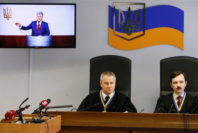 Оболонский суд отказался повторно допросить Порошенко