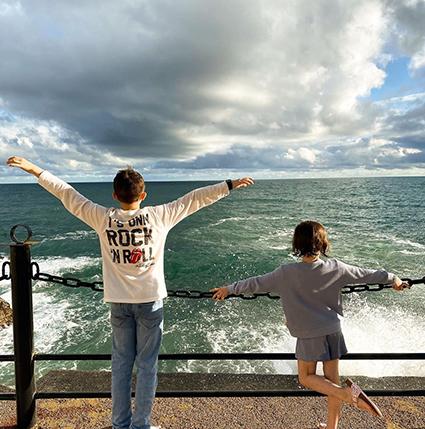 Марина Александрова с мужем и детьми отдыхает на море Звездные дети