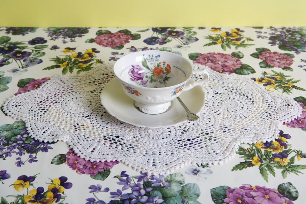 1490289602-home-trends-lace-doily-1490208384