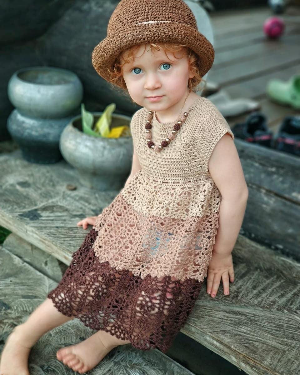 Вяжем ажурное платье для маленьких привередливых модниц своими руками