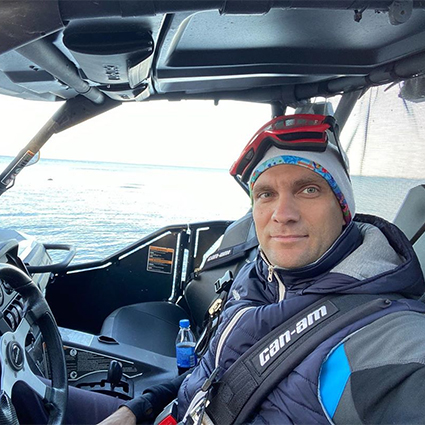 """СМИ: в результате покушения убит отец бывшего пилота """"Формулы-1"""" Виталия Петрова Новости"""