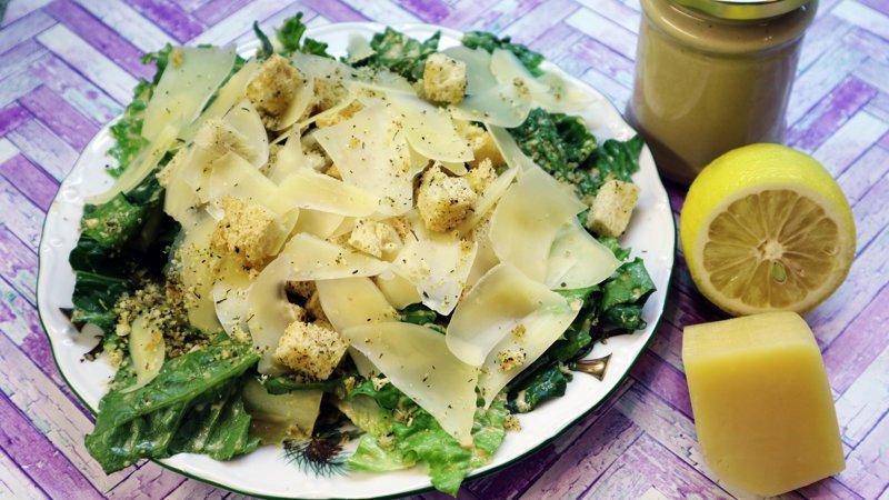 Салат Цезарь классический. Весь процесс приготовления от и до видео рецепт, еда, кулинария, рецепт, салат цезарь, соус