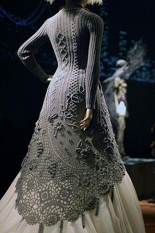 Женщина в юбке