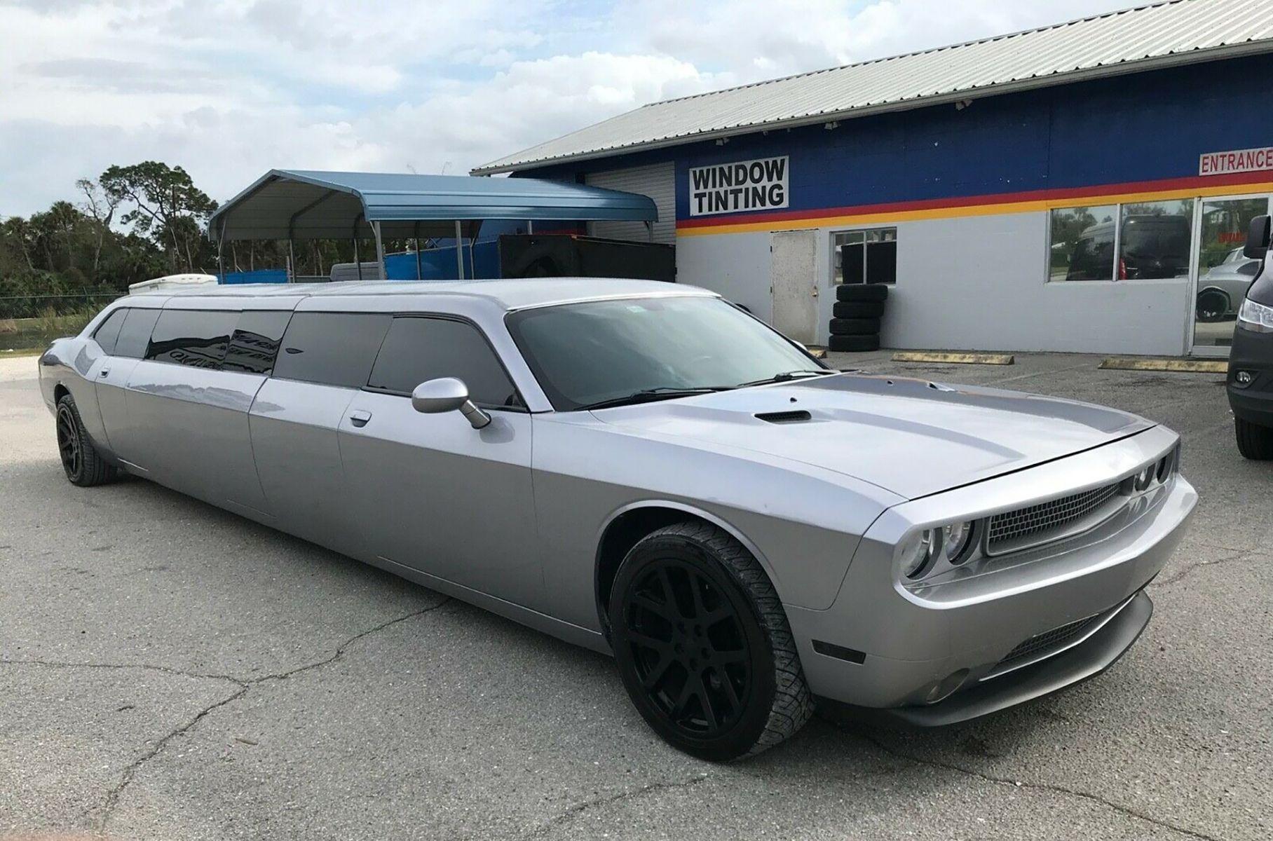 Посмотрите на лимузин Dodge Challenger с дверями в стиле «крыло чайки» Новости