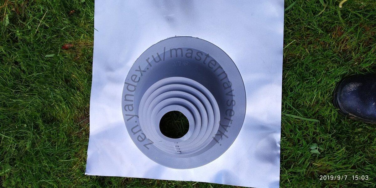 Мастер Флэш-уплотнительная система, применяемая для герметизации щели между трубой и крышей.