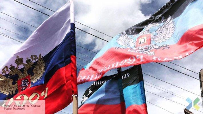 Москва не может распоряжаться территорией Донбасса, но своих граждан защитит