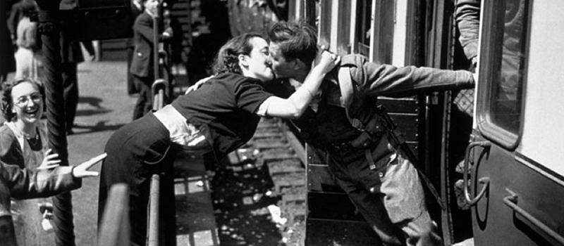 5 апреля 1910 года был принят закон, запрещающий поцелуи законы,курьезы,Франция