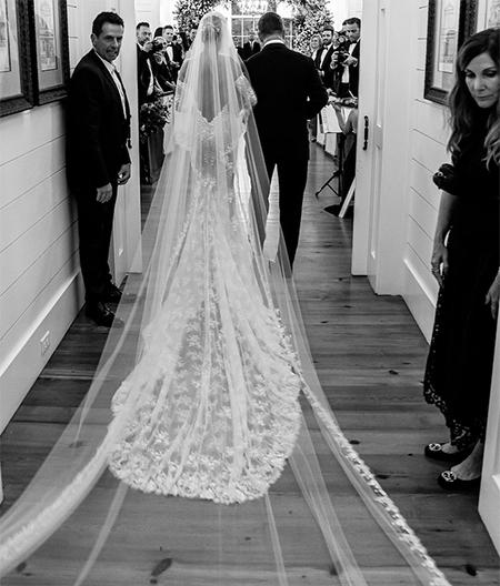 Джастин и Хейли Бибер показали несколько новых свадебных снимков по случаю первой годовщины Звезды,Звездные пары