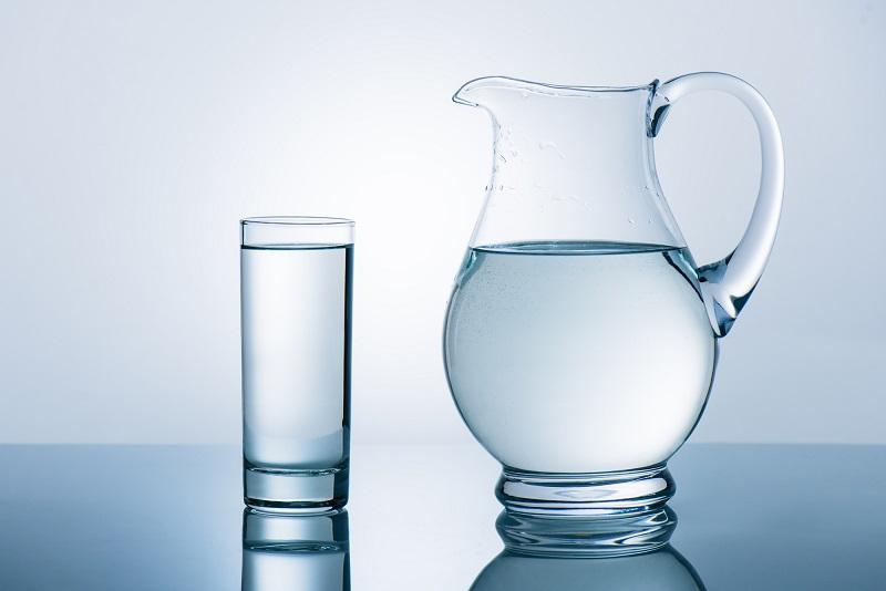 где хранить воду на кухне