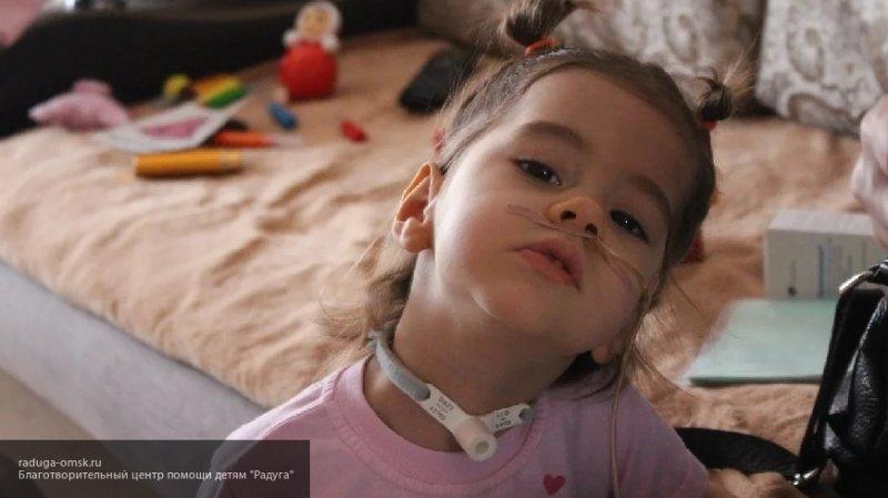 Двухлетней Еве из Омска срочно нужна реабилитация в специализированном центре