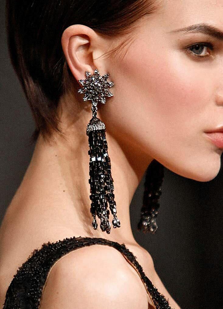 незаменимый аксессуар фото модного стиля украшения ушей сопровождается ноющими болезненными