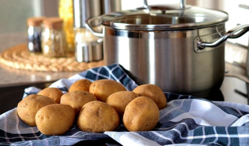 Почему не стоит выливать воду, в которой варился картофель, и как ее использовать картофельный отвар,кулинария,кулинарные хитрости,рецепты