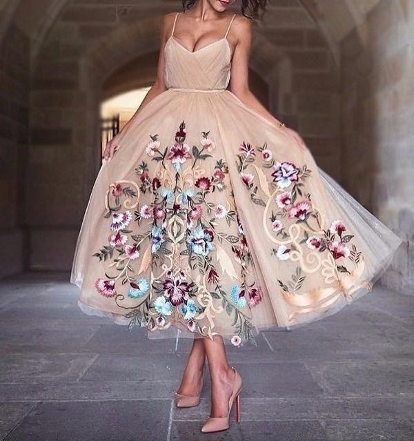 С подиума — на выпускной: обзор тканей для пошива вечерних платьев
